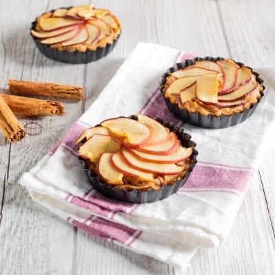 Tortine mela e cannella appena sfornate e pronte da gustare