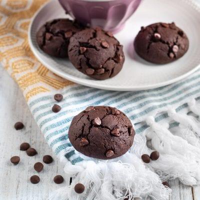 Biscotti al cioccolato appena sfornati
