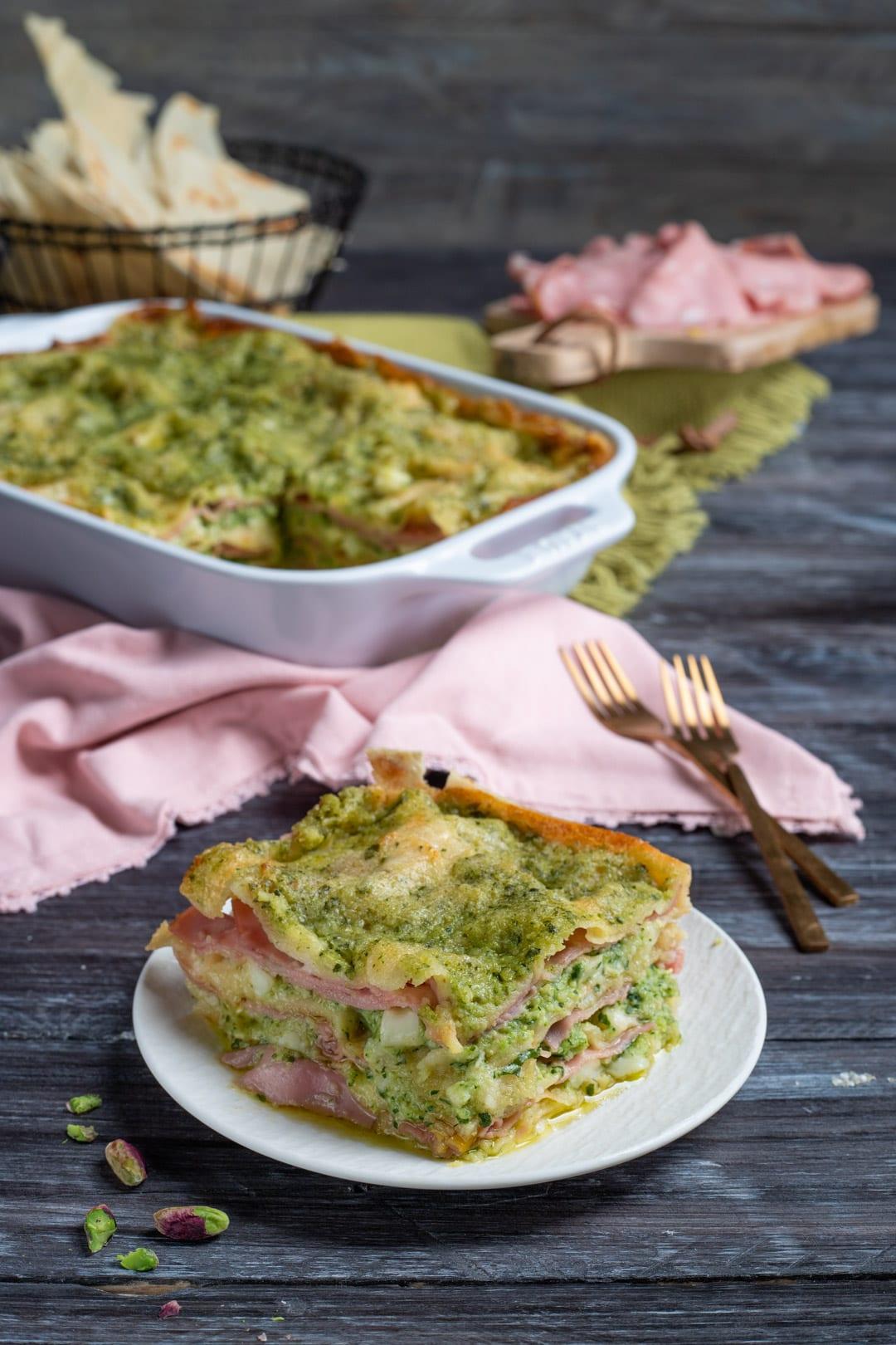 Lasagne di pane carasau con pesto di zucchine e mortadella