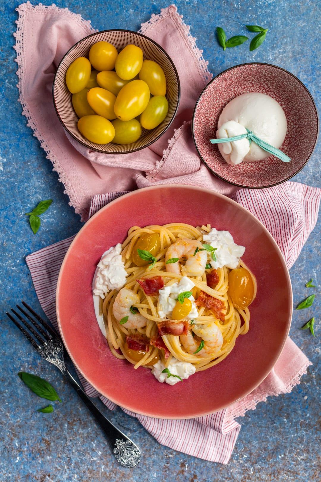 Spaghetti alla chitarra con gamberi burrata e pancetta