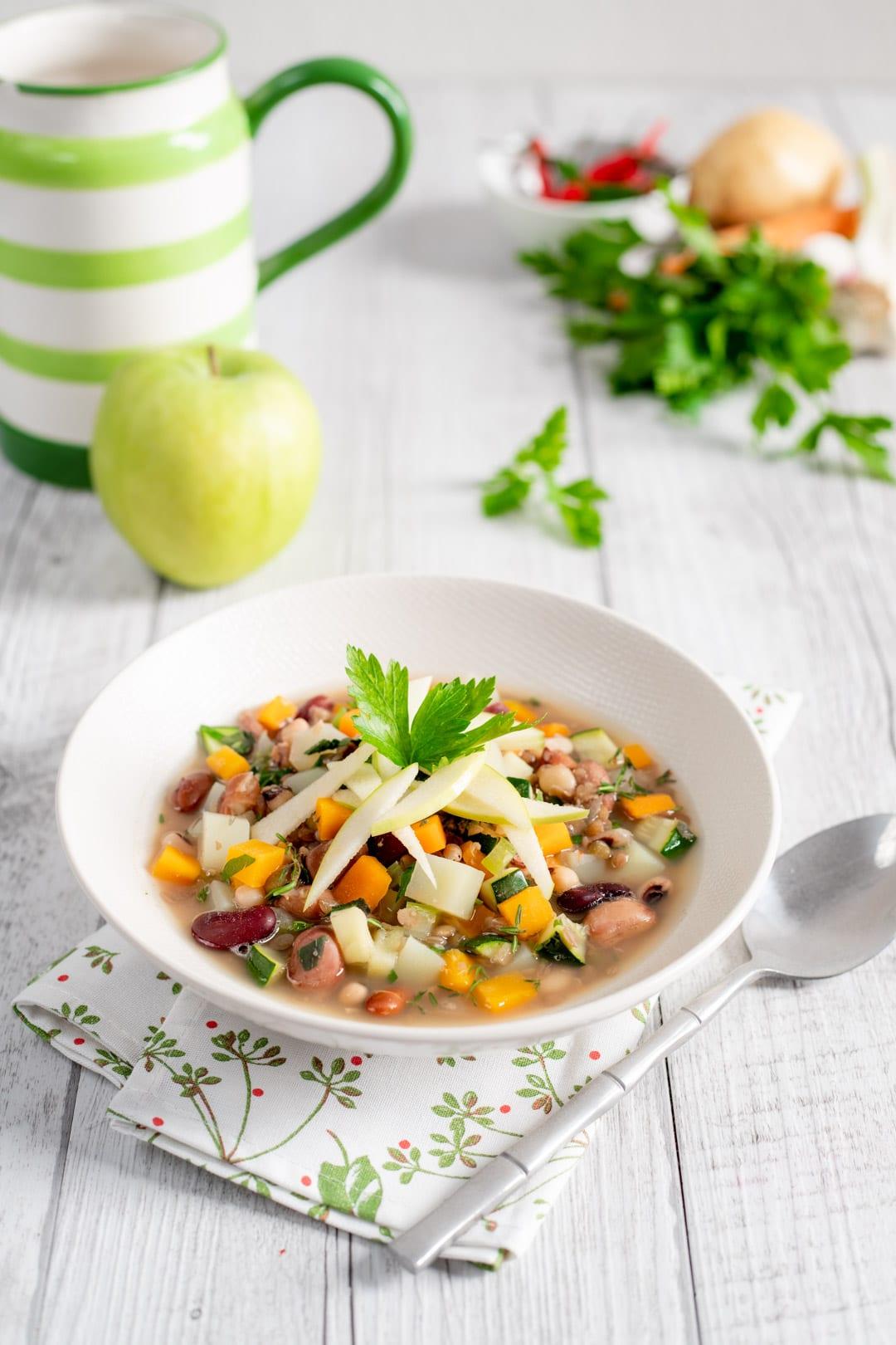 Zuppetta di legumi e mela verde