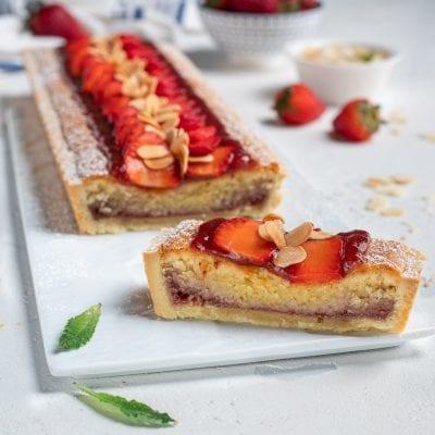 Crostata con crema frangipane e confettura