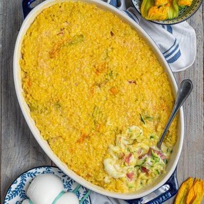Riso al forno con zucchine mozzarella e fiori di zucca
