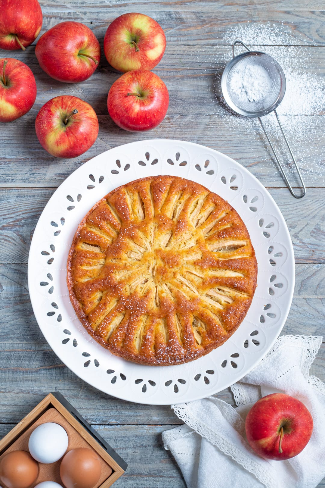 Torta di mele nel piatto: ricetta torta di mele veloce