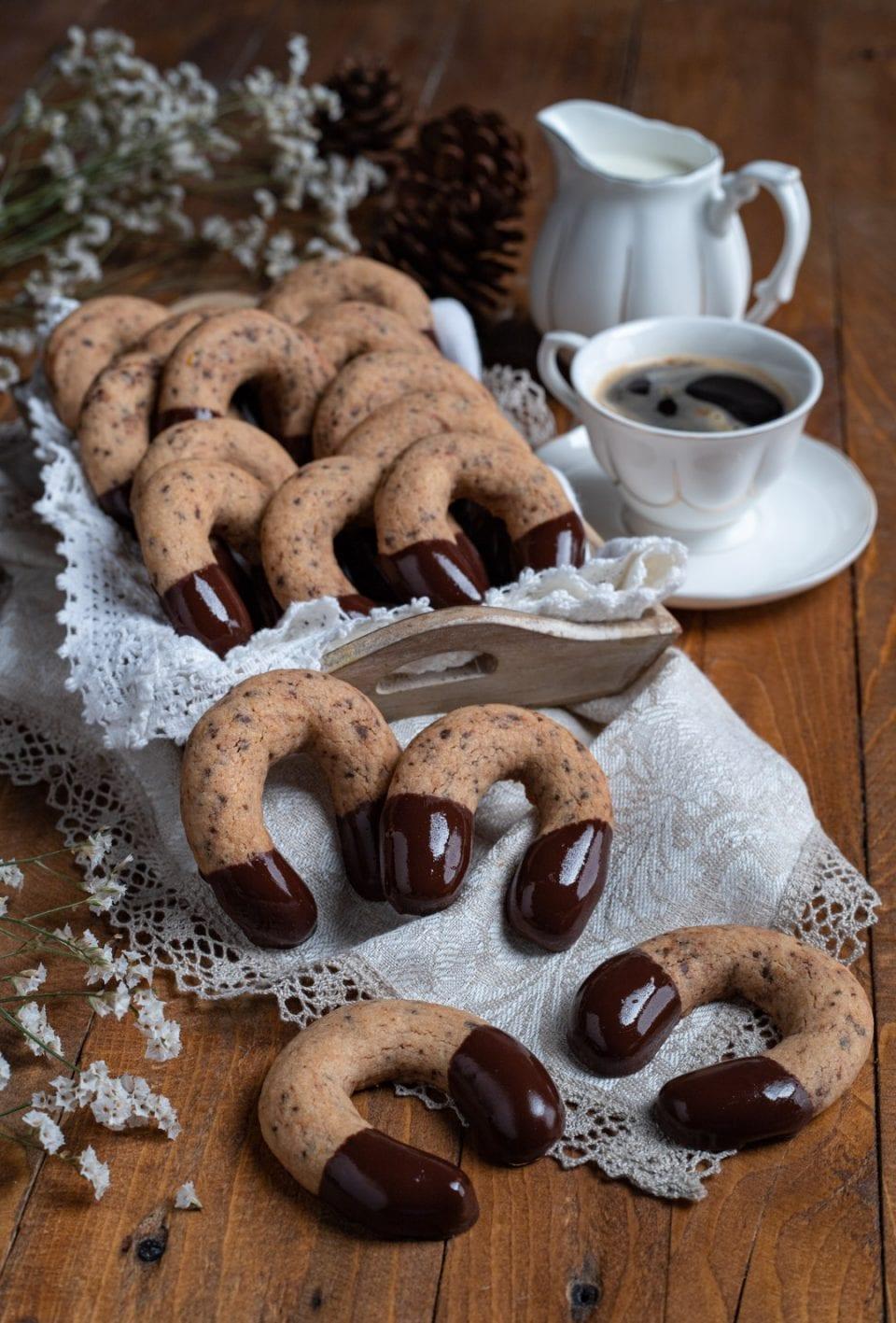 Vassoio di biscotti kipferl al cioccolato