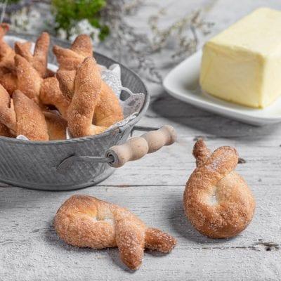 Piatto di biscotti tipo torcetti