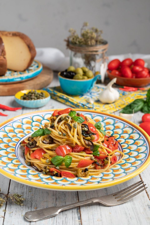 Piatto di spaghetti con pomodorini