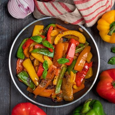piatto con peperoni colorati