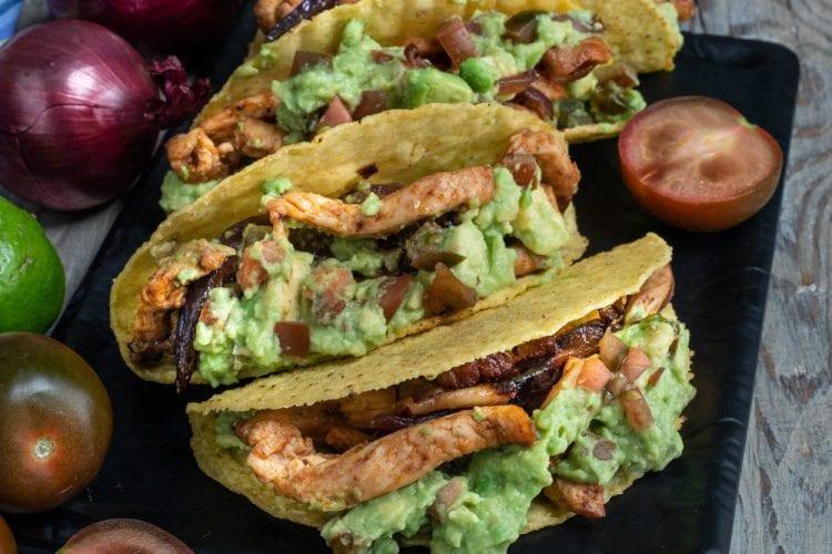 Tacos con pollo e pomodoro