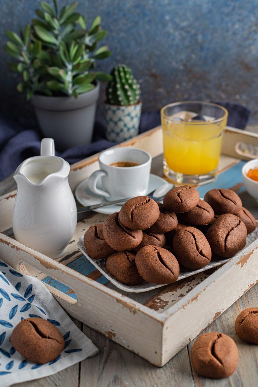 vassoio con biscotti