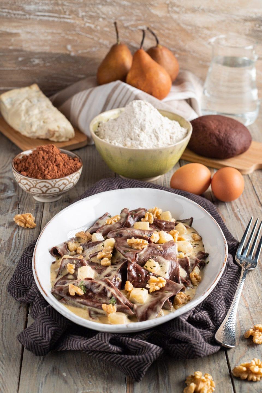 piatto con pasta al cacao