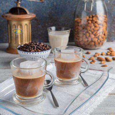 tazzine con caffè e ghiaccio